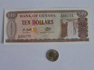 Монеты и Банкноты №31 – 10 долларов Гайана, 25 сентимо Филиппины